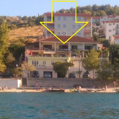 Apartementen Vini - direct by the sea and free parking: A1(2+2), A2(2), A3(4+1), A4(6+1), A5(2+2), A6(2+2) Mastrinka - Eiland Ciovo
